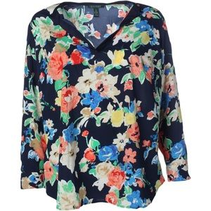 Floral split-neck Tunic perfect for al seasons